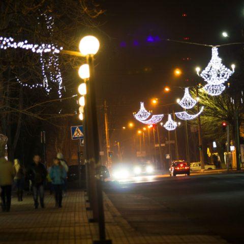 Освещение пешеходных зон, примыкающих к дороге
