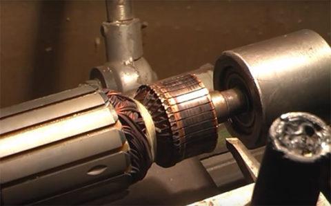 Ротор, зажатый в токарном станке