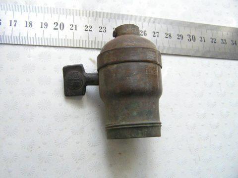 Старинный патрон с выключателем