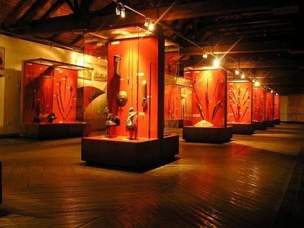 Освещение выставки лампами накаливания