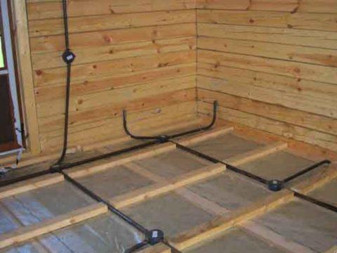 Электропроводка под полом в деревянных домах
