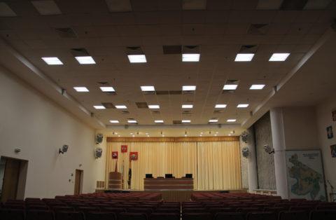 Люминесцентные лампы в актовых залах