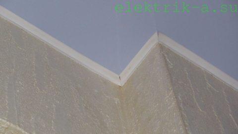 Плинтус на примыкании к стене