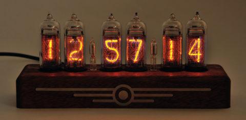 Старинные часы на газоразрядных индикаторах