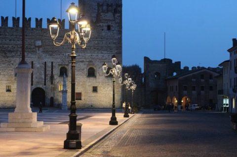 Светодиодные фонари на улице города