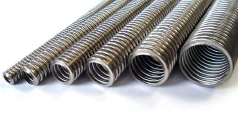 Гофра из металла предотвращает возгорание деревянных конструкций во время короткого замыкания