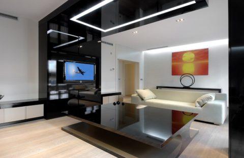 Комната с обычной и декоративной подсветкой