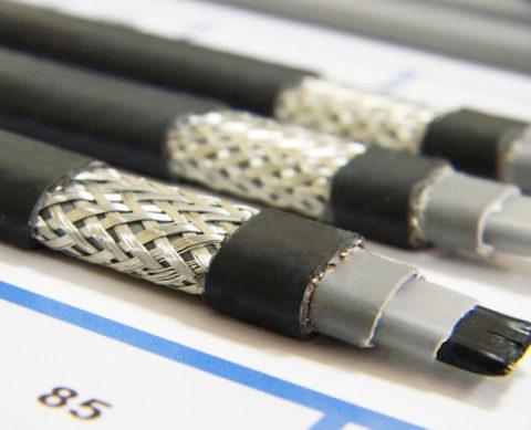 На фото — саморегулирующийся кабель с зачищенной изоляцией