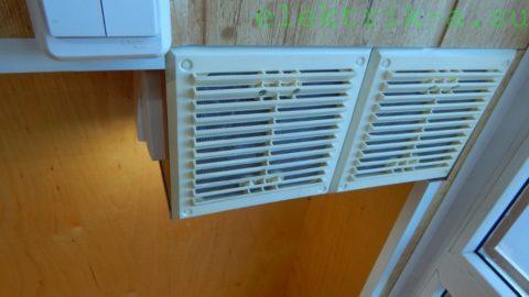 Ниша для БП закрыта вентиляционными решетками с сетками