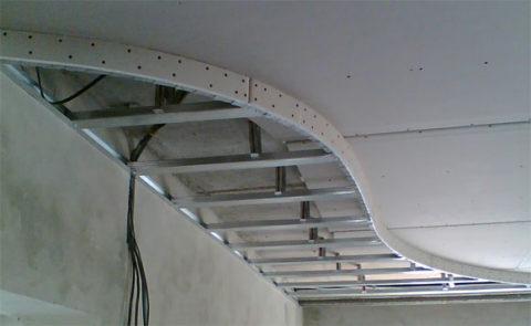Процесс сборки каркаса из металлического профиля