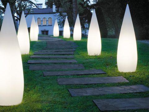 Дизайнерские светильники для освещения садовых дорожек