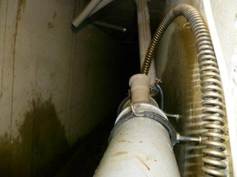 Кабель в канализации может быть поврежден при прочистке засора