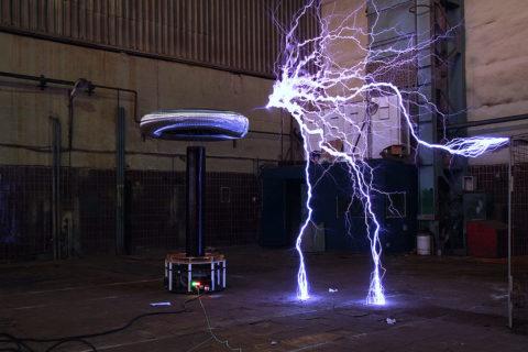 Катушка Тесла в работе