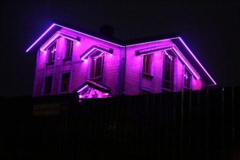 Контурная подсветка фасада дачи
