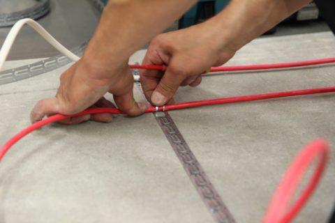 Монтаж греющего кабеля на металлические шины