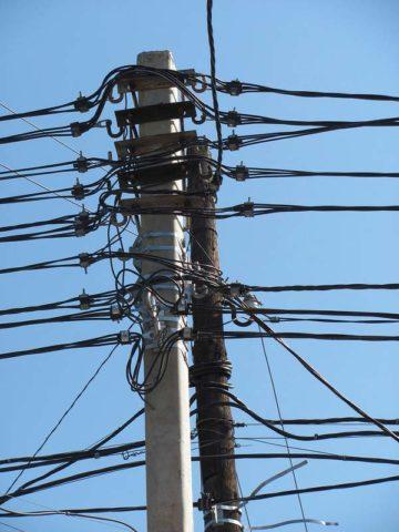 На одном столбе проводом СИП можно смонтировать до десятка разных линий