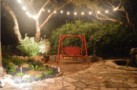 Освещение садовых качелей