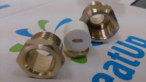 Сальниковое уплотнение позволяет установить кабель греющий внутри трубы