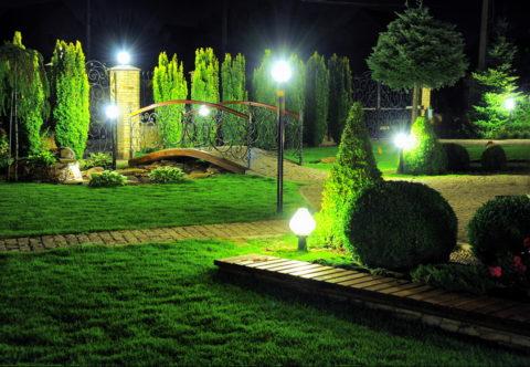 Столбики высотой до 20 см для освещения садовых дорожек