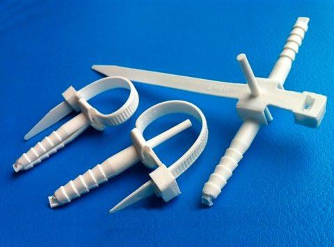 Вариант стяжки для крепежа трубы