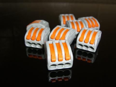 Выполнять соединения проводником такими устройствами не только удобно, но и безопасно