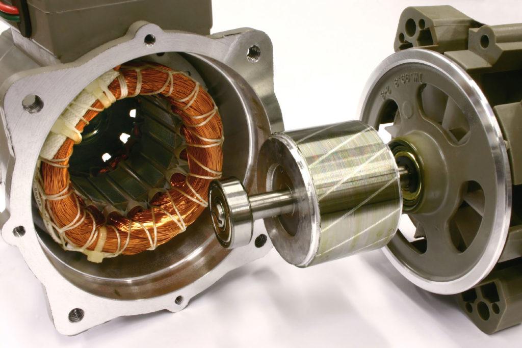 Перед вами механические и электрические части двигателя
