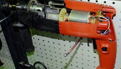 Перфоратор в разрезе: такие двигатели универсальны и могут работать как от постоянного, так и от переменного тока, но только при соответствующем подключении