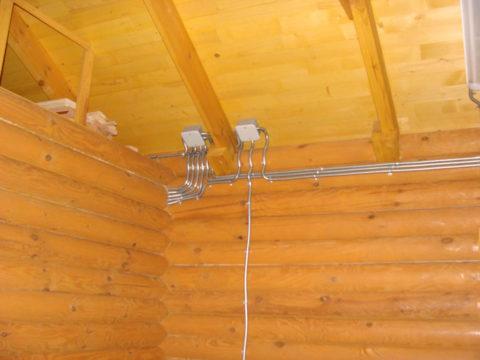 Высота прокладки проводки в деревянном доме