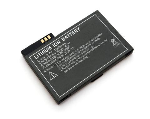 На фото - литий-ионный аккумулятор от сотового телефона