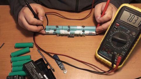 Измерение напряжения на аккумуляторном блоке