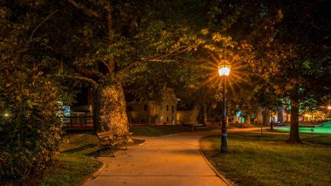 Уличный фонарь для освещения тротуаров и велосипедных дорожек