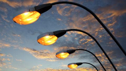 Задача уличных фонарей заменять солнце
