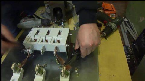Ремонт рубильника включает в себя обтяжку всех его элементов
