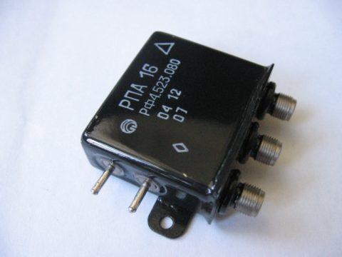 На фото - электромагнитное поляризованное реле