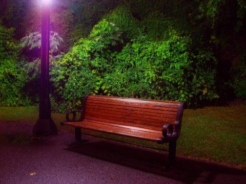Освещение скамейки для отдыхающих