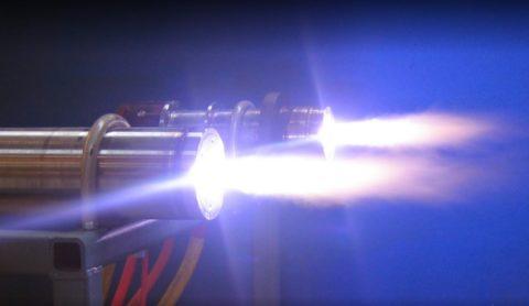 Плазмотрон переменного тока создает поток плазмы