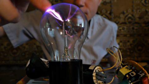Самодельный плазменный шар в действии