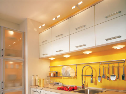 Светильники, встроенные в дно подвесных шкафов