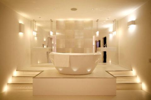 Зональное освещение в ванной