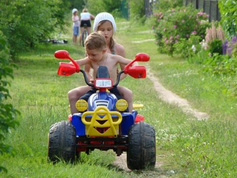 Аккумуляторные квадроциклы детские: эксплуатация за городом