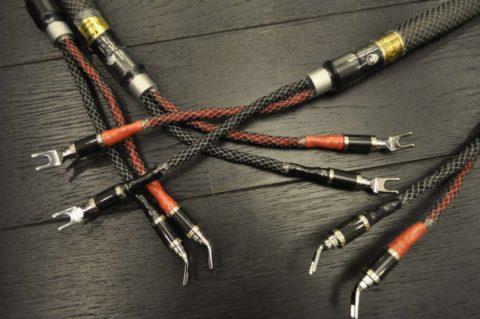 Устройство кабеля для акустики может быть очень сложным