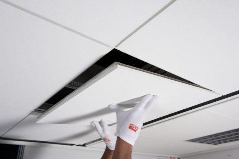 Снятие панели подвесного потолка