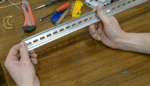 Шаг 1 – установка DIN рейки