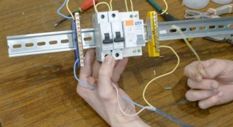Шаг 7 – подключение проводов, идущих от комнат
