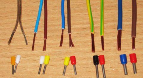 Выводы многожильных проводов стоит оконцевать – наконечника разных размеров
